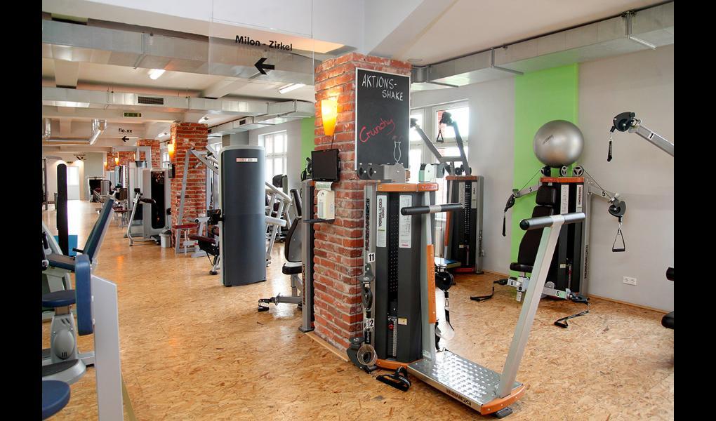 Gym image-Fitness Class Lady
